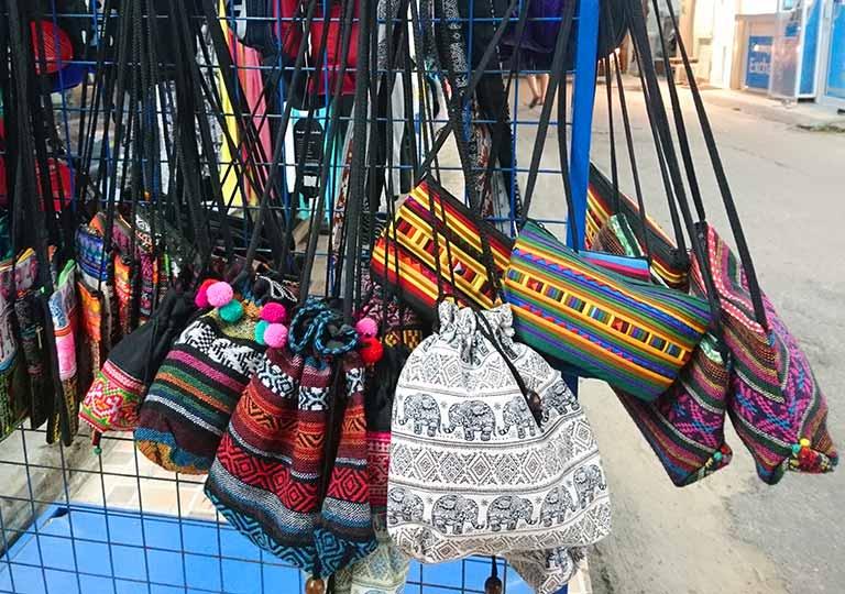 タイ・バンコクのおすすめお土産 雑貨 エスニック柄の刺繍バッグ