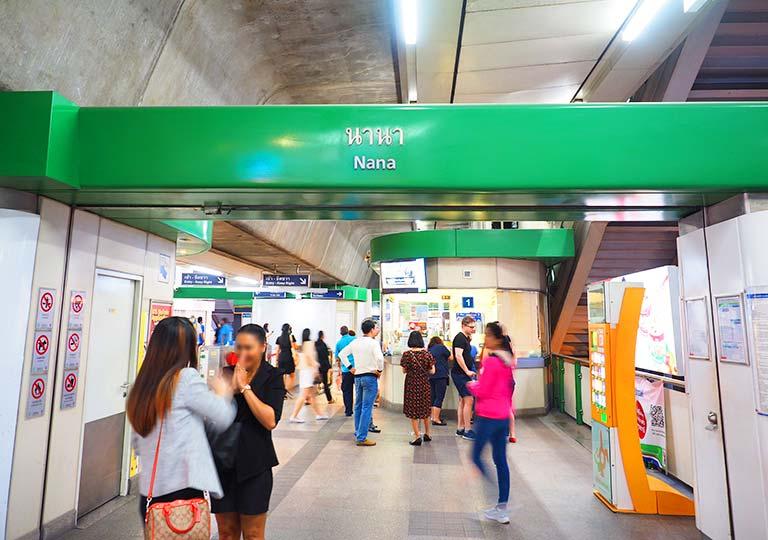 バンコク観光 BTSスカイトレイン ナーナー駅構内