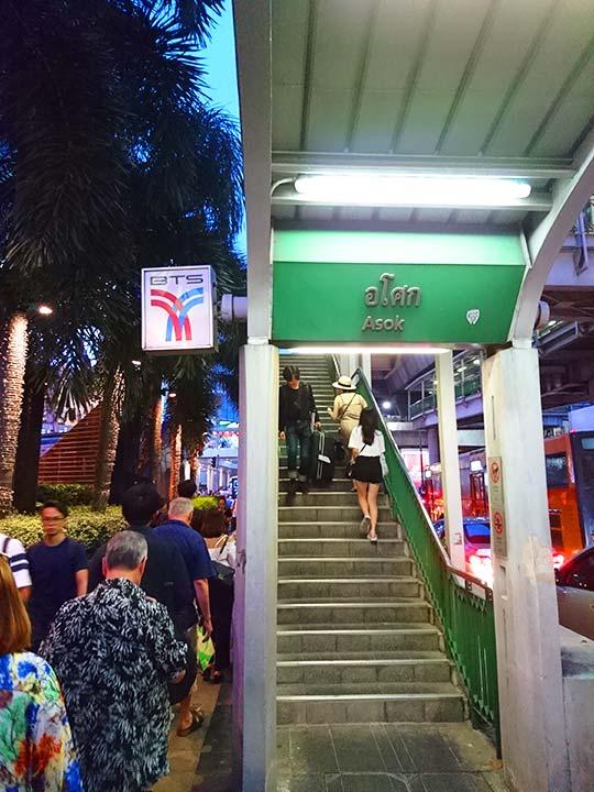 バンコク観光 BTSスカイトレイン アソーク駅の階段
