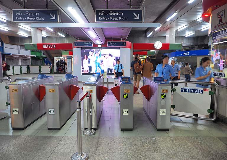 バンコク観光 BTSスカイトレイン 駅の改札