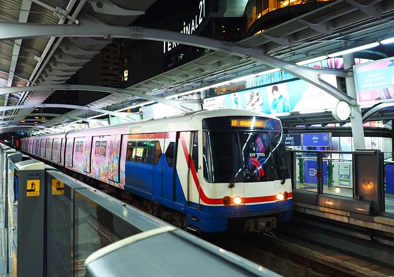 バンコク観光 BTSスカイトレインの電車