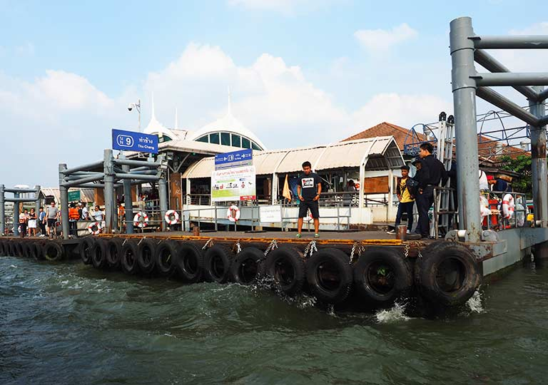 バンコク観光 チャオプラヤーエクスプレスボート 船の乗り場