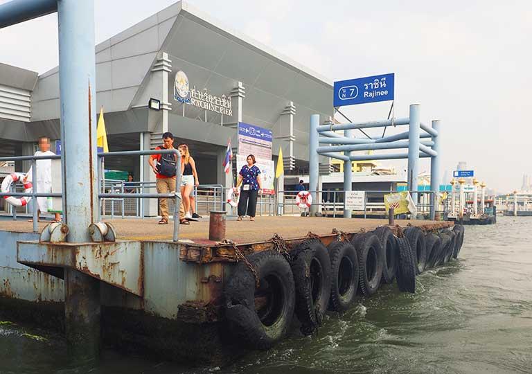 バンコク観光 チャオプラヤーエクスプレスボート 船着場の画像