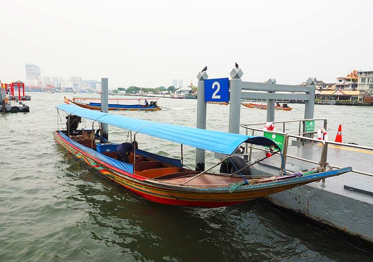 バンコク観光 チャオプラヤーエクスプレスボート 船の画像