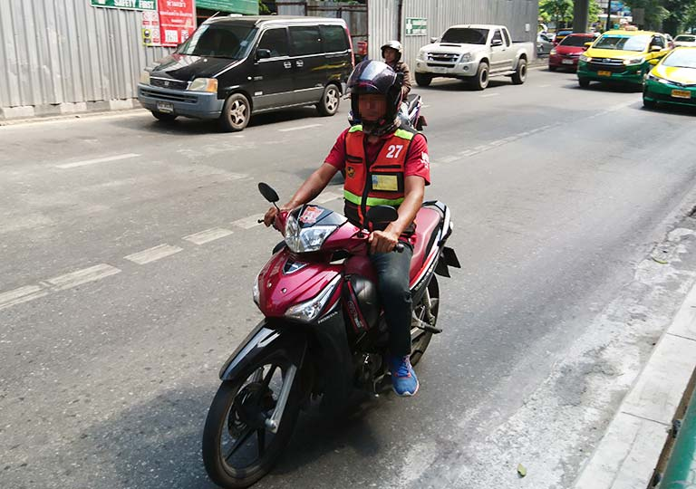 バンコク観光 モーターバイクタクシー