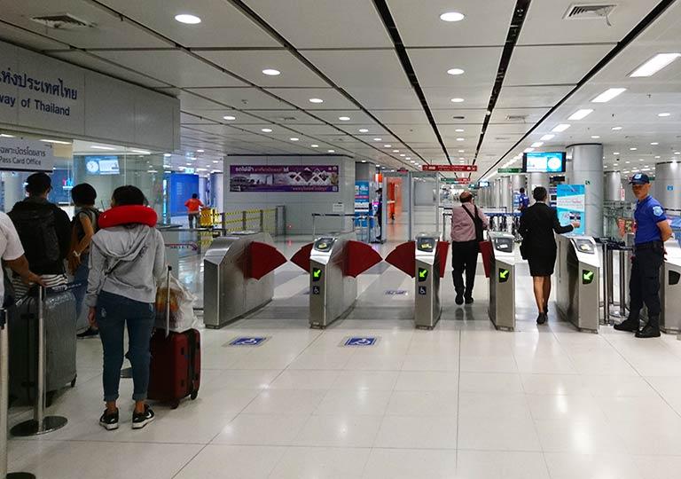 バンコク観光 スワンナプーム空港 鉄道駅