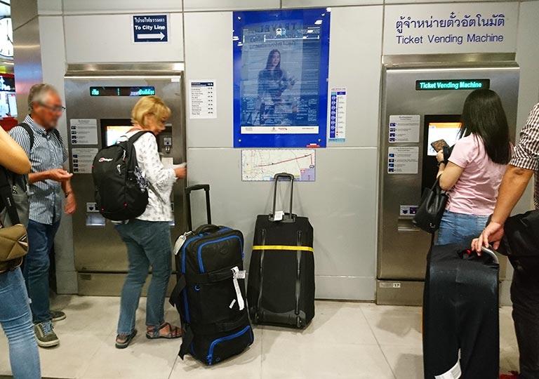 バンコク観光 スワンナプーム空港のARLの券売機