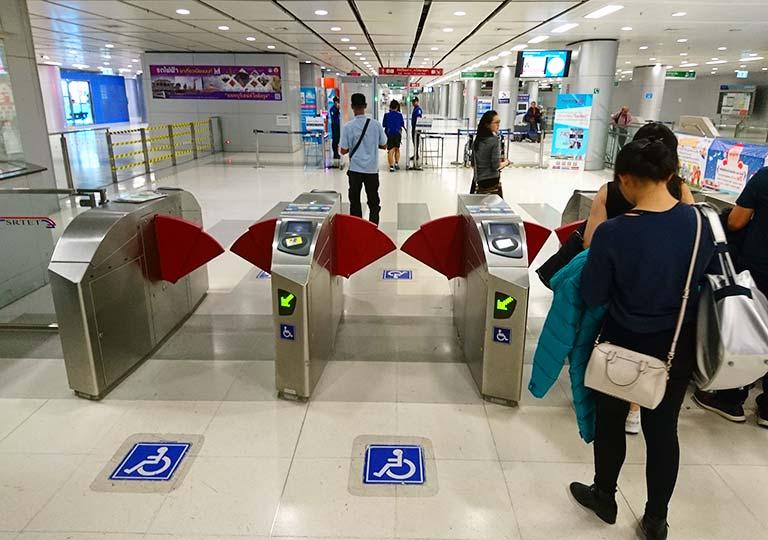 バンコク観光 スワンナプーム空港 ARLの改札