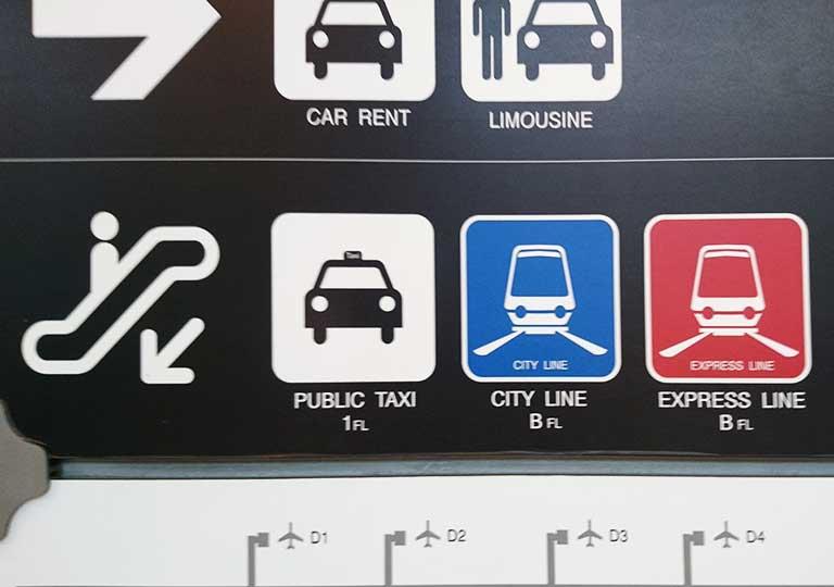 バンコク観光 スワンナプーム空港 タクシー乗り場の案内標識