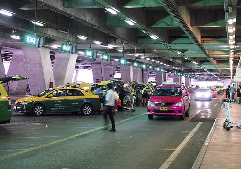 バンコク観光 スワンナプーム空港 タクシー乗り場