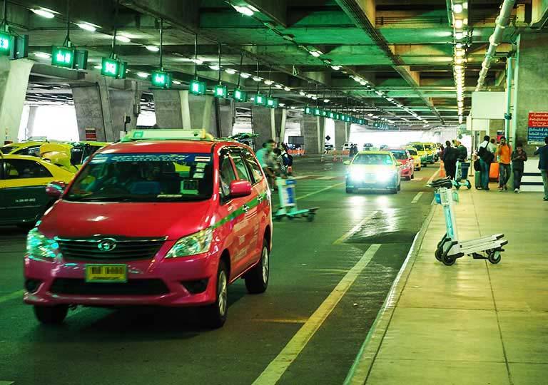 バンコク観光 スワンナプーム空港のタクシー乗り場
