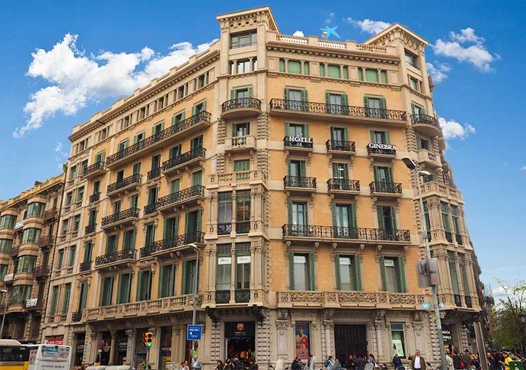 バルセロナ観光 カタルーニャ広場付近のホテル ホテル ギネブラ(Hotel Ginebra)