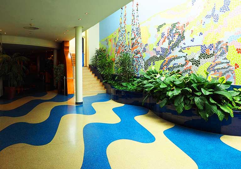 バルセロナ観光 ホテルHCCモンブラン 廊下