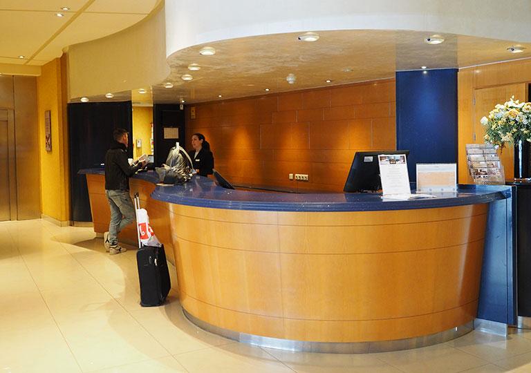 バルセロナ観光 ホテルHCCモンブラン レセプション