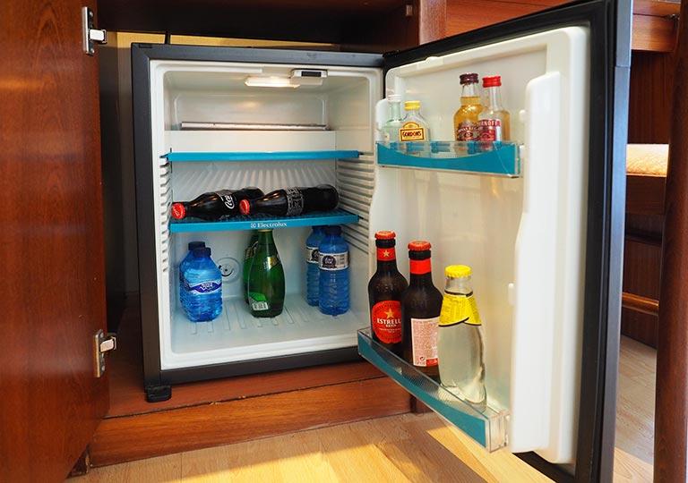 バルセロナ観光 ホテルHCCモンブラン 冷蔵庫のミニバー
