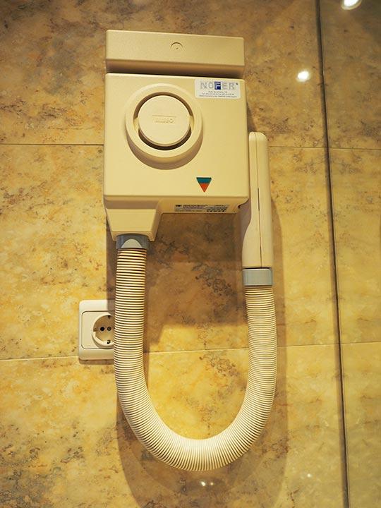 バルセロナ観光 ホテルHCCモンブラン ヘアドライヤー