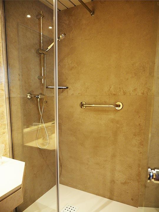 バルセロナ観光 ホテルHCCモンブラン 部屋のシャワー