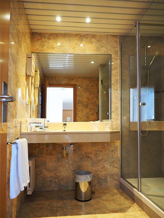 バルセロナ観光 ホテルHCCモンブラン 部屋のバスルーム