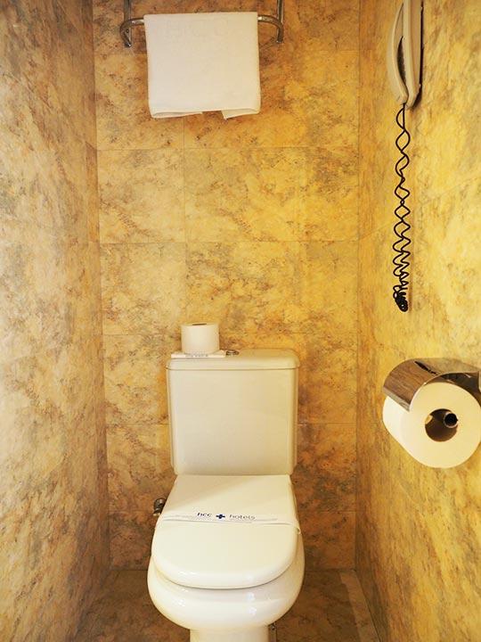 バルセロナ観光 ホテルHCCモンブラン 部屋のトイレ