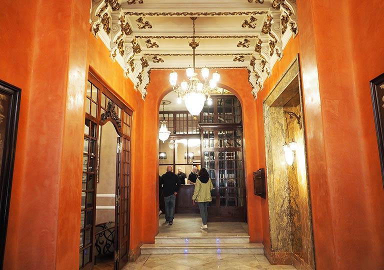 バルセロナのホテル ランブラス通り至近 ホテルヌーベル(Hotel Nouvel)の廊下