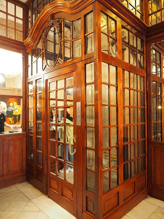 バルセロナのホテル ランブラス通り至近 ホテルヌーベル(Hotel Nouvel)のエレベーター