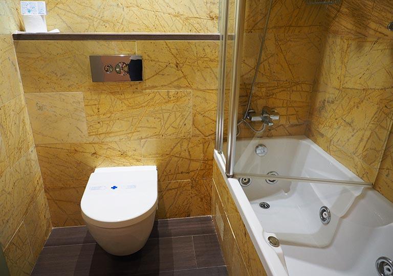 バルセロナのホテル ランブラス通り至近 ホテルヌーベル(Hotel Nouvel) バスルーム