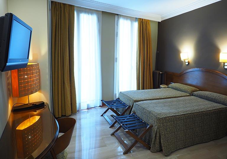 バルセロナのホテル ランブラス通り至近 ホテルヌーベル(Hotel Nouvel) 部屋
