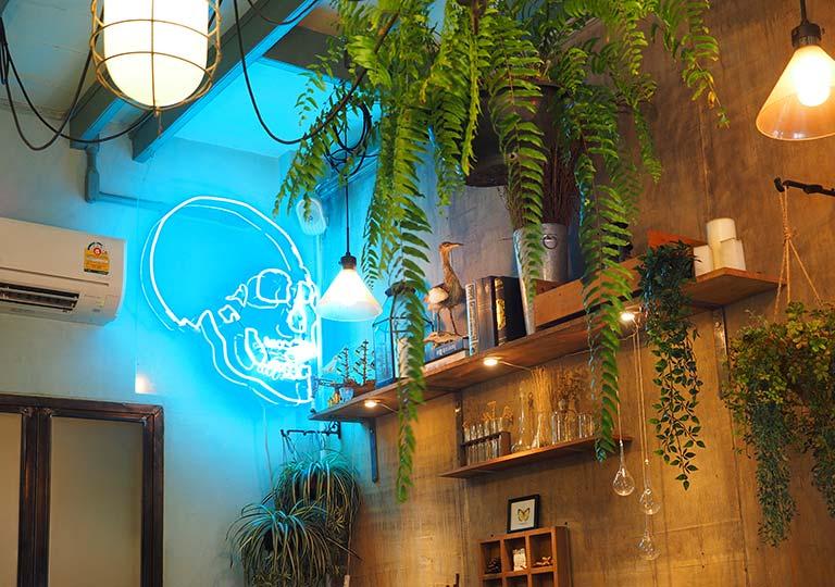 バンコク 王宮周辺のカフェ THE SIXTH 店内の内装
