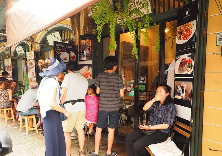 バンコク 王宮周辺のカフェ THE SIXTH 列