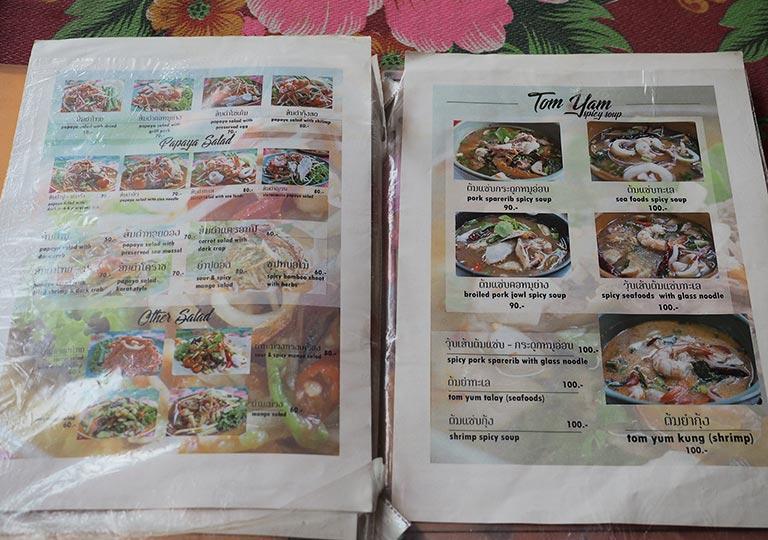 バンコク観光 ウィークエンドマーケットのレストラン ベトナム料理店Din Phow Cuisine メニュー
