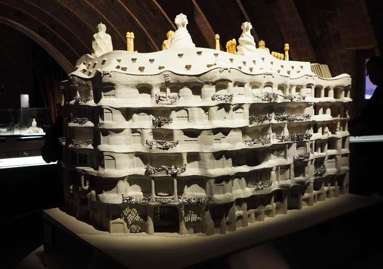 バルセロナ観光 カサミラ(Casa Milà)の内部 エスパイ・ガウディ(Espai Gaudi) カサミラの模型