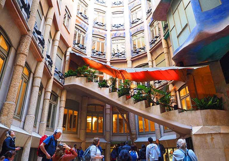バルセロナ観光 カサミラ(Casa Milà)の内部 ミラ家専用の階段