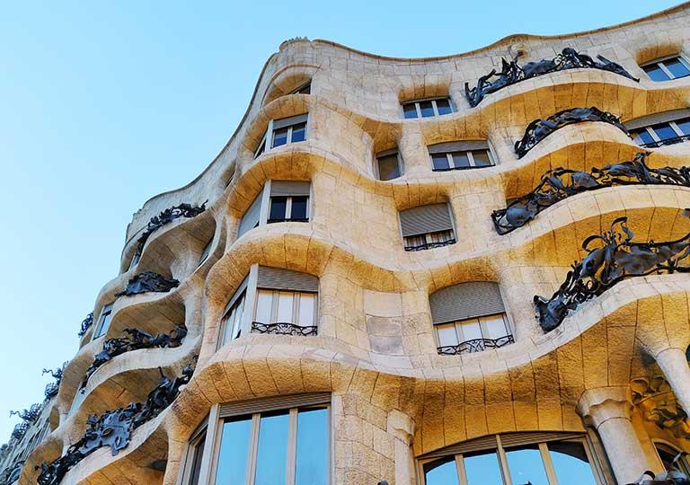 バルセロナ観光 カサミラ(Casa Milà) 建物の曲線