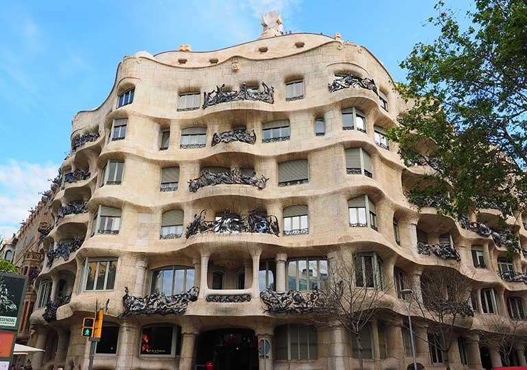 バルセロナ観光 カサミラ(Casa Milà)