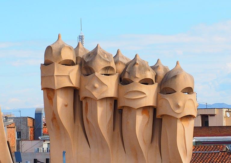 バルセロナ観光 カサミラ(Casa Milà)の屋上 ローマ兵のオブジェの煙突