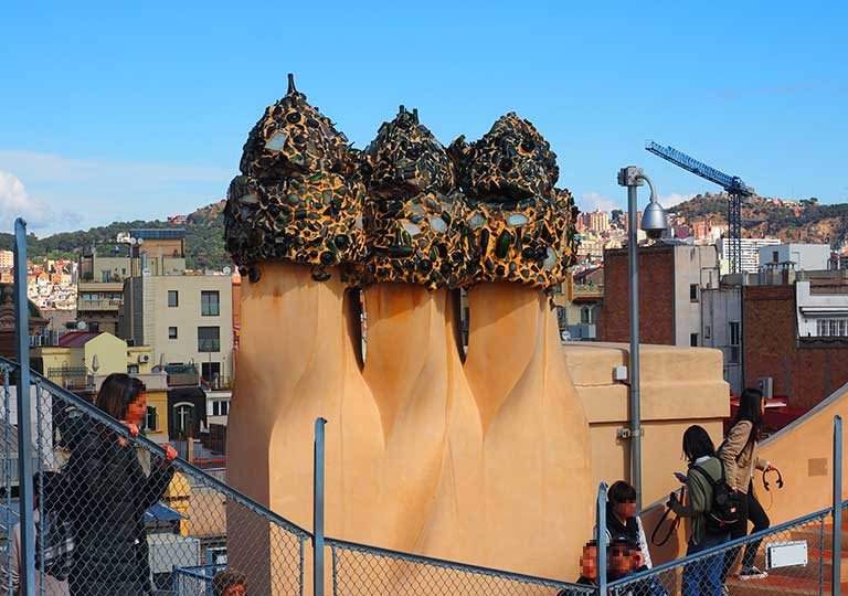 バルセロナ観光 カサミラ(Casa Milà)の屋上 キノコのオブジェの煙突