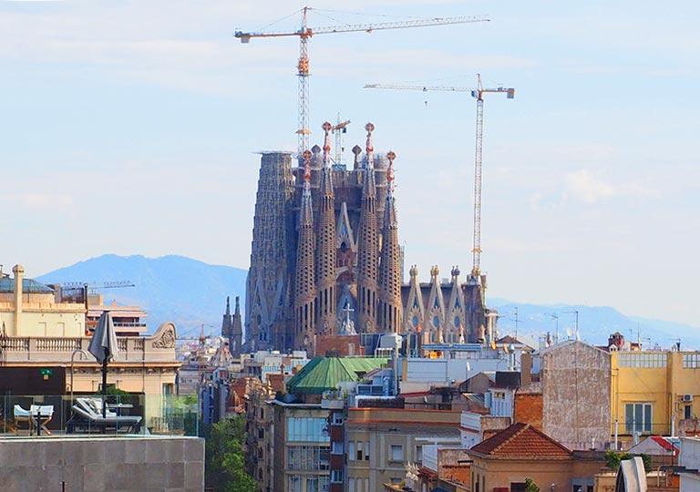 バルセロナ観光 カサミラ(Casa Milà)の屋上 サグラダファミリアの眺望