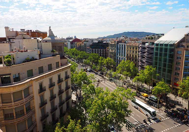 バルセロナ観光 カサミラ(Casa Milà)の屋上 グラシア通りの眺め