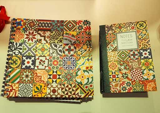 バルセロナ観光 カサミラ(Casa Milà)のお土産 粉砕タイル柄の文房具