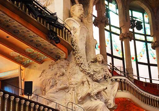 バルセロナ観光 カタルーニャ音楽堂(Palau de la Música Catalana)ガイドツアー コンサートホール ステージ横の装飾