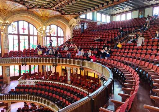バルセロナ観光 カタルーニャ音楽堂(Palau de la Música Catalana)ガイドツアー コンサートホール 客席