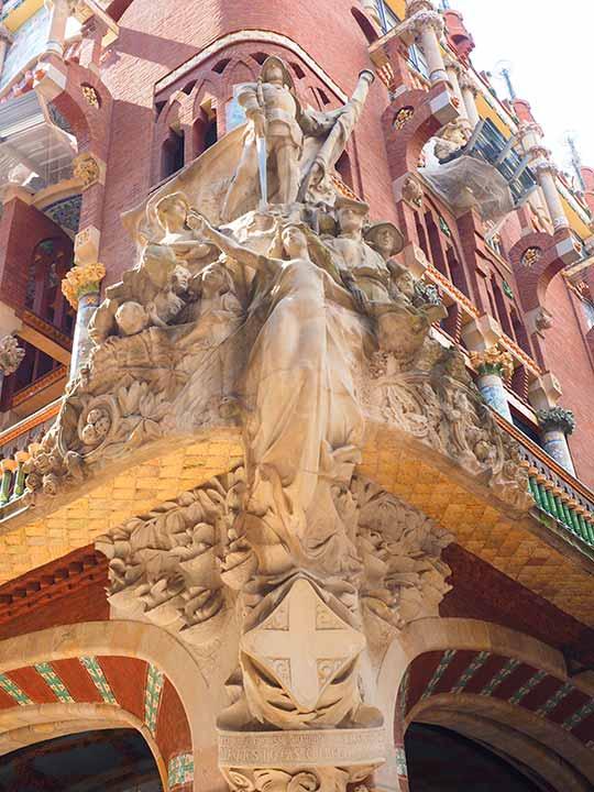 バルセロナ観光 カタルーニャ音楽堂(Palau de la Música Catalana) 外観の彫刻