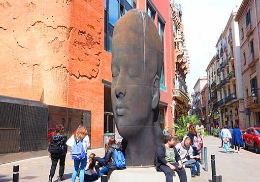 バルセロナ観光 カタルーニャ音楽堂(Palau de la Música Catalana) 広場の像