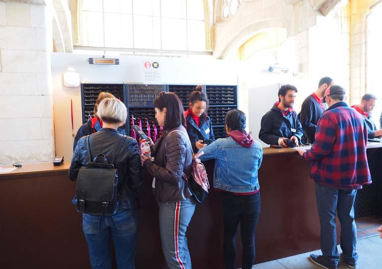バルセロナ観光 サグラダファミリア(Sagrada Familia)オーディオガイド受取所