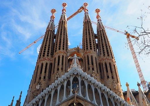 バルセロナ観光 サグラダファミリア 受難のファサードの塔