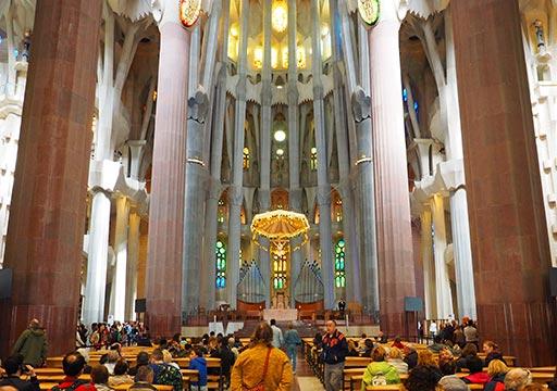 バルセロナ観光 サグラダファミリア(Sagrada Familia) 聖堂内部 十字架磔刑像