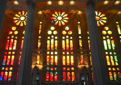 バルセロナ観光 サグラダファミリア(Sagrada Familia) 聖堂内部 ステンドグラス
