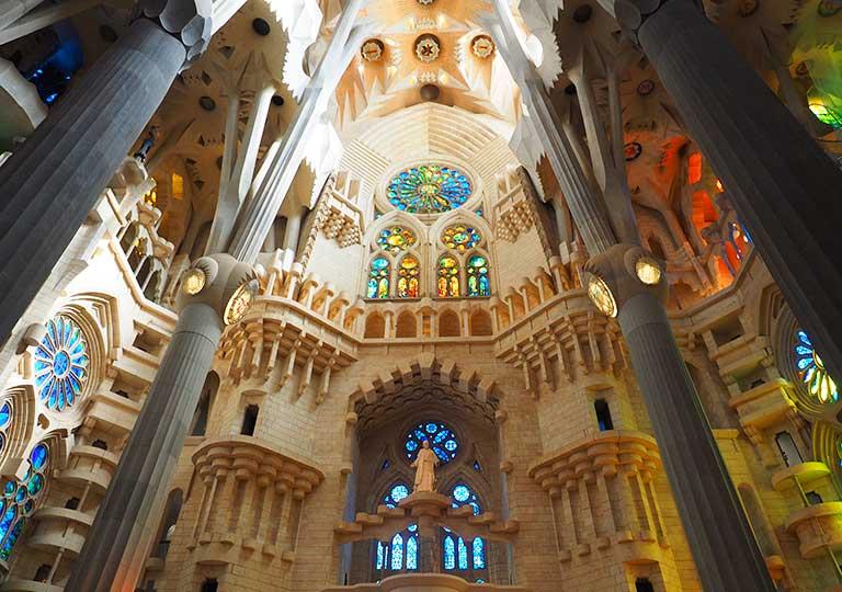 バルセロナ観光 サグラダファミリア(Sagrada Familia) 聖堂内部 天井