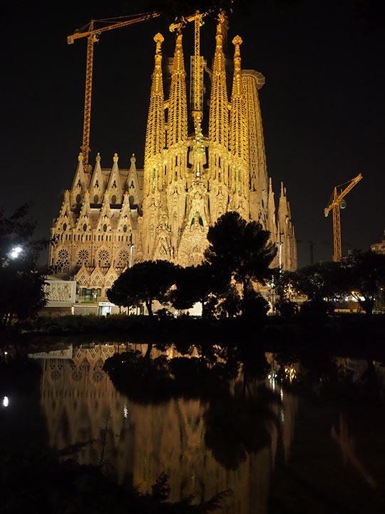 バルセロナ観光 サグラダファミリア(Sagrada Familia) ライトアップ時の写真