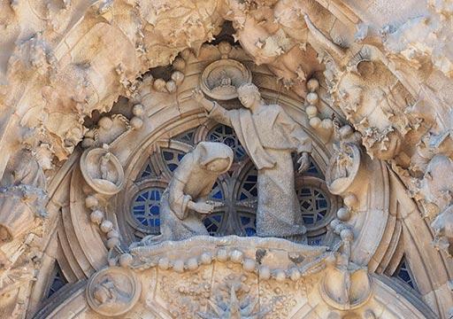 バルセロナ観光 サグラダファミリア(Sagrada Familia) 生誕のファサード 天使の合唱隊